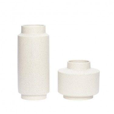 Jarrón blanco de cerámica.
