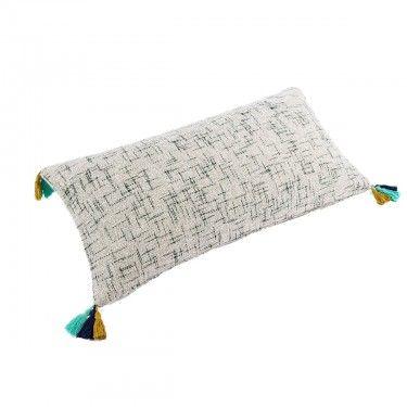Cojín rectangular con borlas de colores.