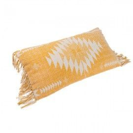 Cojín en tejido durry mostaza.