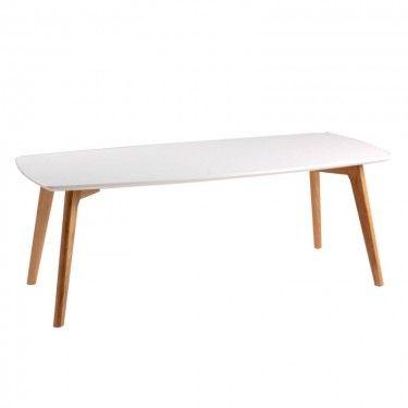 Mesa de centro rectangular de estilo nórdico en madera.