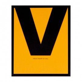 Lamina amarilla con letra V negra.