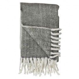 Manta de lana con flecos gris combinado con blanco.