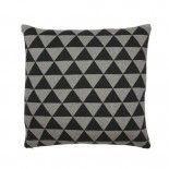 cojín triángulos en gris y negro con relleno.
