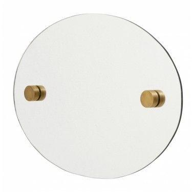 Espejo ovalado con puntos redondos de latón.
