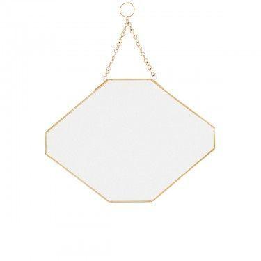 Espejo geométrico dorado.