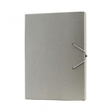 Capeta de papel gris.