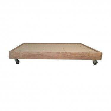 Base de cama en madera natural con ruedas. Dos ruedas llevan freno.
