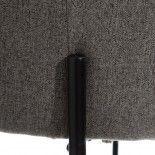 Silla de tela gris y pata negra.