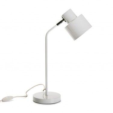 Lámpara de mesa blanca.
