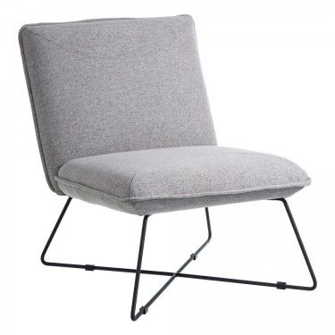 Sillón tapizado gris con patas en metal