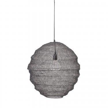 Lámpara de techo metal negro.