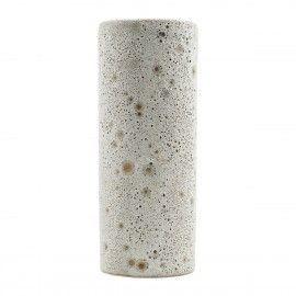 Jarrón rústico de cerámica.