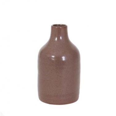 Jarrón de cerámica marrón.