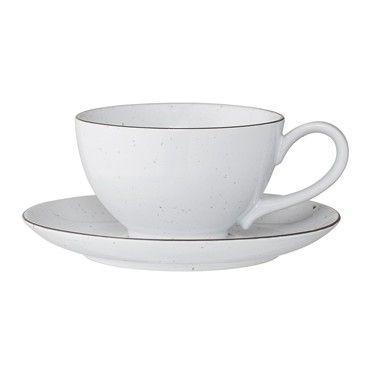 Taza + plato de cerámica blanca.
