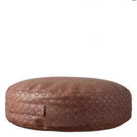 Puff de ecopiel marrón.