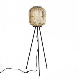 Lámpara de pie de bambú.