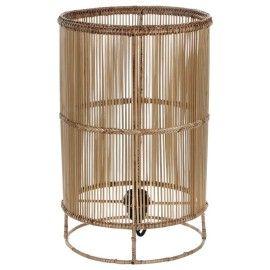 Lámpara de mesa de mimbre.