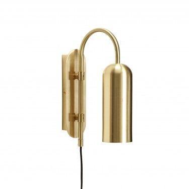 Lámpara de pared en latón dorado.