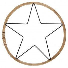 Estrella en marco de bambú.