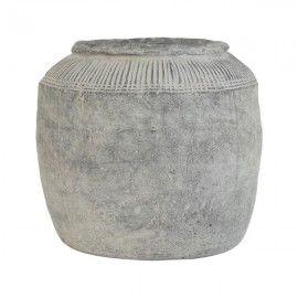 Macetero cemento rústico.