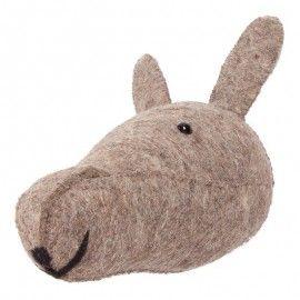 Cabeza de conejo de fieltro.