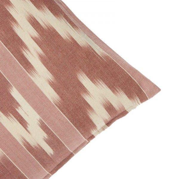 Cojín rectangular teñido con la técnica ikat en tonos vino/blanco