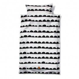 Conjunto de funda nórdica + almohada blanca con ondas negras.