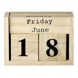 Calendario con cubos de madera.