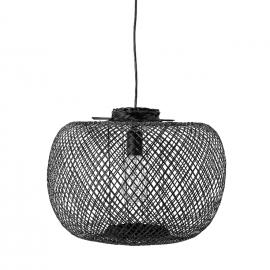 Lámpara trenzada con varillas de bambú negro.