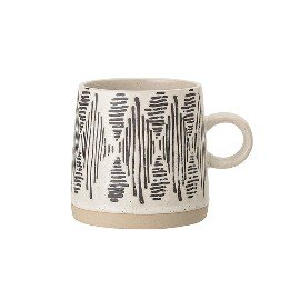 Taza étnica de cerámica con motivo negro.