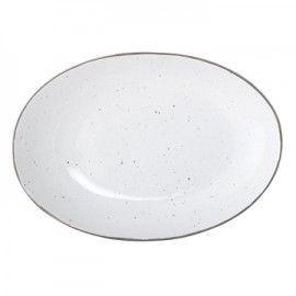 Bandeja de cerámica blanca y filo plateado.
