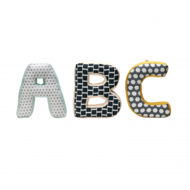 Cojín letras ABC.