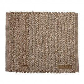 Mantel individual rectangular de yute natural.