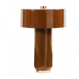 Lámpara de mesa marrón.