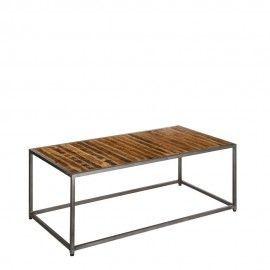 Mesa de centro industrial de madera envejecida y hierro gris.