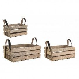 Caja de madera rústica con asas de cuero.