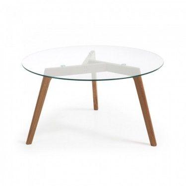Mesa de centro con patas de roble y sobre de cristal.