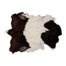 Alfombra piel pequeña en tonos blanco y negro. 70x50 cm